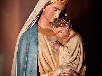 Figura Matki Bożej z Jezusem na rękach