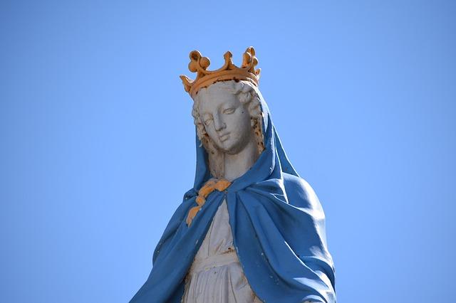 Matka Boża w koronie