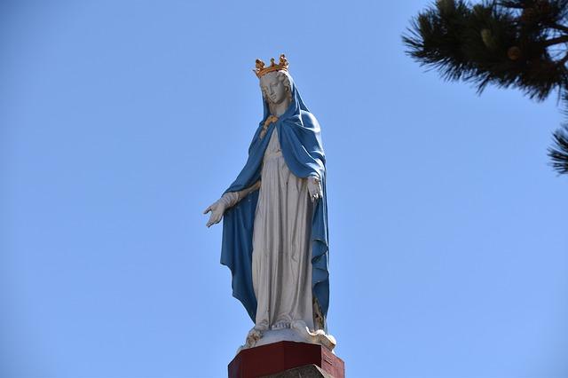 Matka Boża w niebieskiej sukni