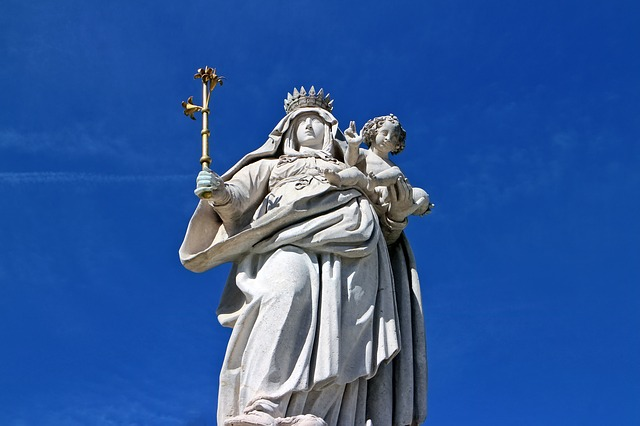 Posąg Maryi - Madonny
