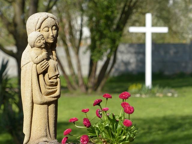 Pomnik Maryi i Dzieciątka Jezus